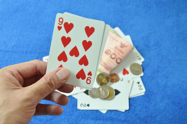 バカラとカードの9