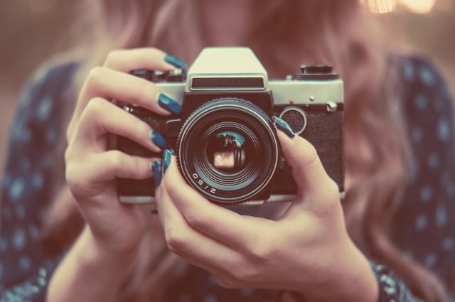 ビンテージカメラできれいな女の子