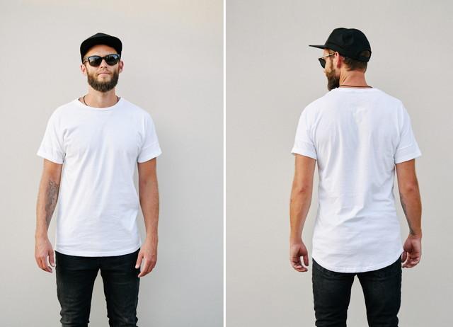 Tシャツを着た男性