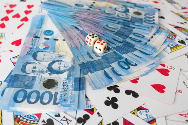 トランプと紙幣