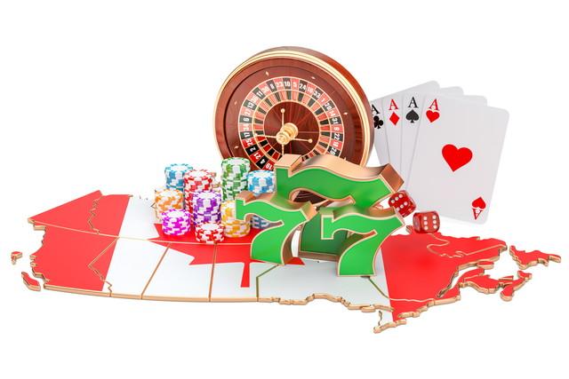 カナダの国旗とカードやカジノチップ