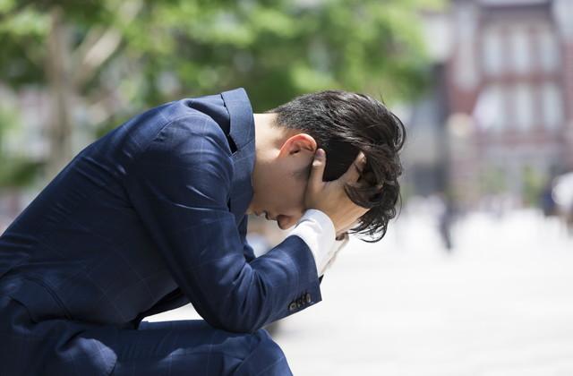 頭を抱えるビジネスマン ファイル番号: 207243358 切り抜きをプレビュー 似た画像を検索 頭を抱えるビジネスマン