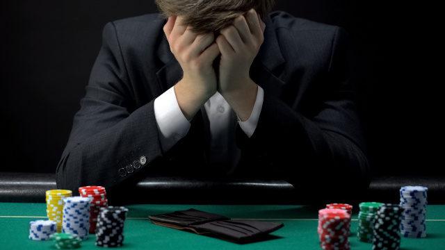 ギャンブルで負けた人