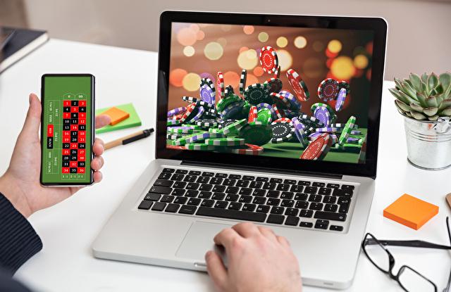 PCとスマホでオンラインカジノ