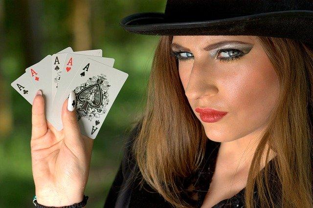 ポーカーと女性